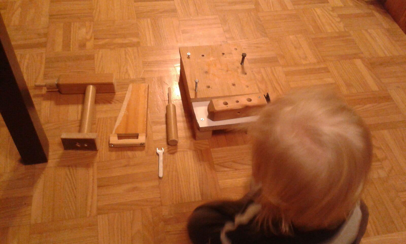 Werkzeug aus Holz für Kinder aus altem Bettgestell