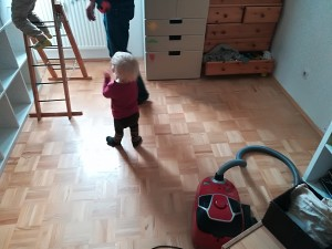 Babymaus hilft